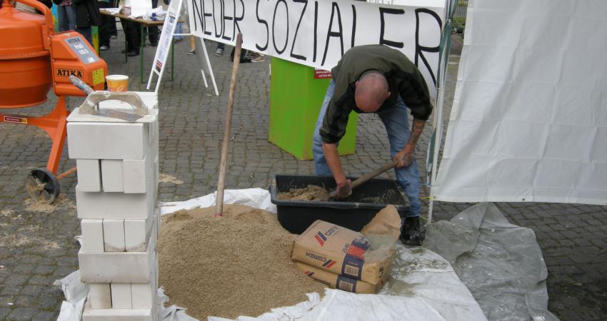 """""""Neubeginn des sozialen Wohnungsbaus"""" – Aktion am 31.08.2011"""